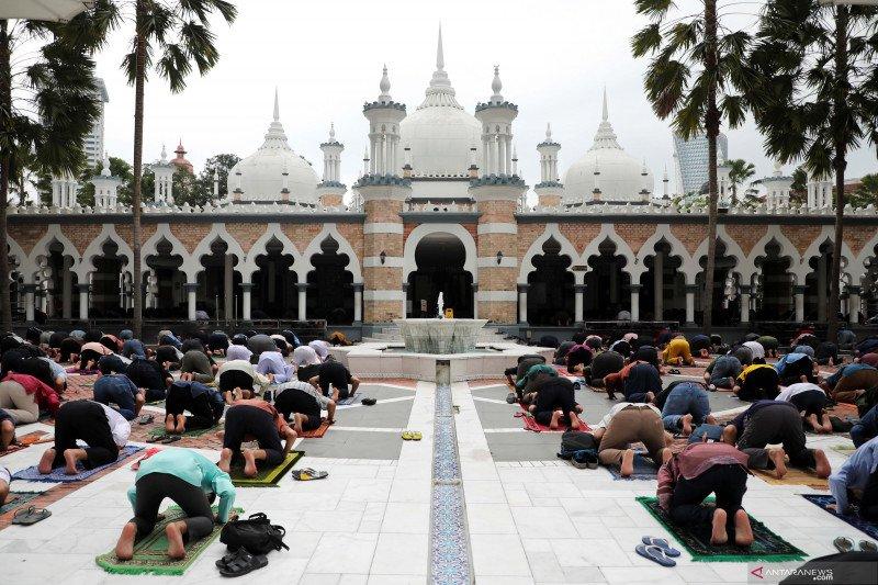 Shalat Jumat pertama Ramadhan di Kuala Lumpur