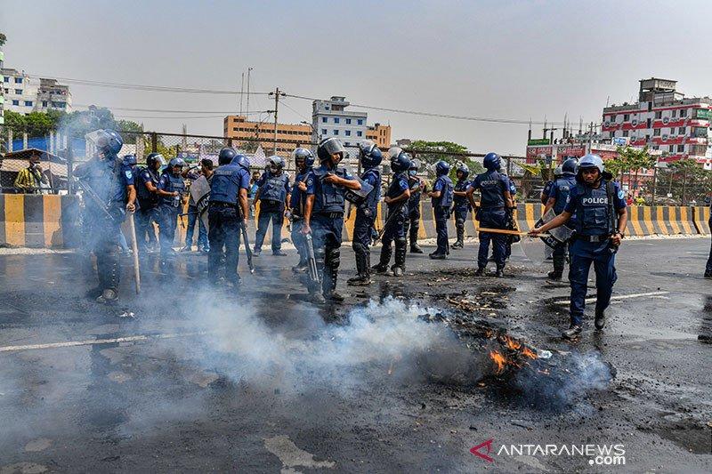 Polisi  Bangladesh bunuh 4 orang dalam bentrokan dengan pekerja