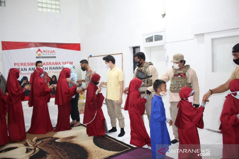 Polres Metro Jakarta Utara berikan paket makanan kepada anak yatim