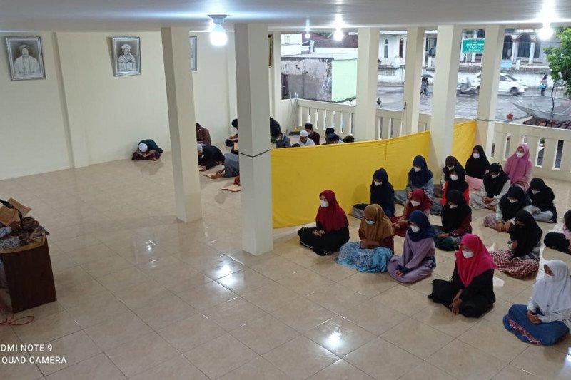 Pesantren di Lebak paling banyak mengkaji Kitab Al Akhlaq Lil Banat
