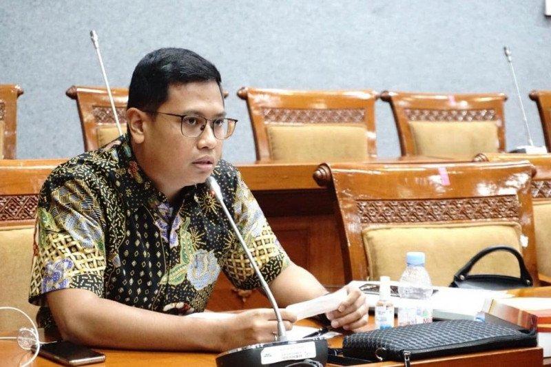 Cegah COVID-19, anggota DPR ajak warga ganti mudik dengan temu virtual