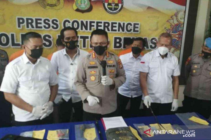 Polisi ringkus empat pelaku spesialis ganjal ATM di Bekasi