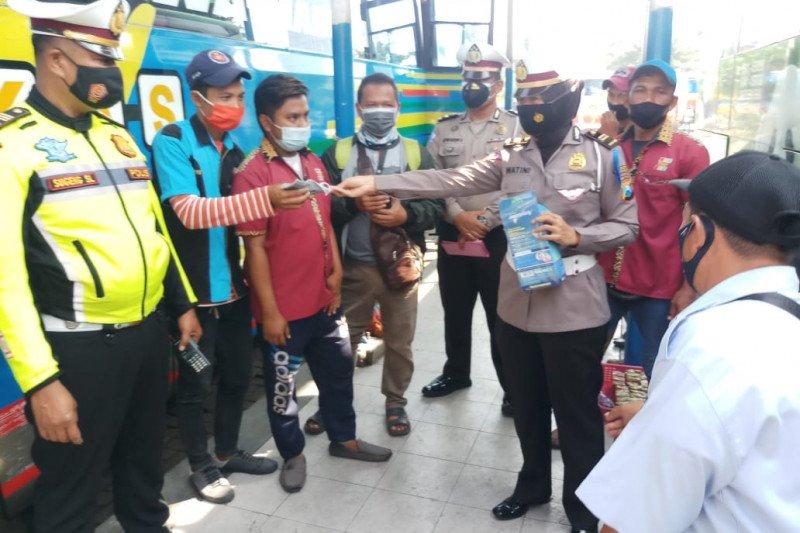 Polisi Sidoarjo ingatkan larangan mudik di Terminal Purabaya