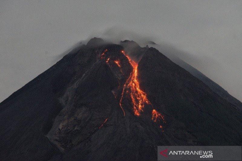 Gunung Merapi 16 kali luncurkan guguran lava pijar