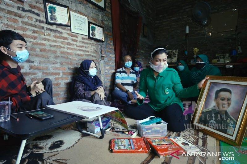 Istri Kasad wujudkan impian kakak adik disabilitas pameran di Mabesad