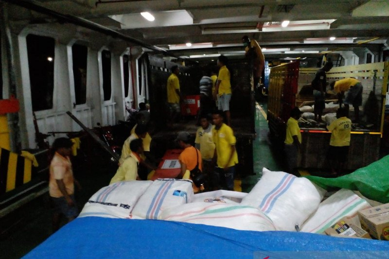 ASDP bantu mobilisasi bantuan logistik korban bencana alam di NTT
