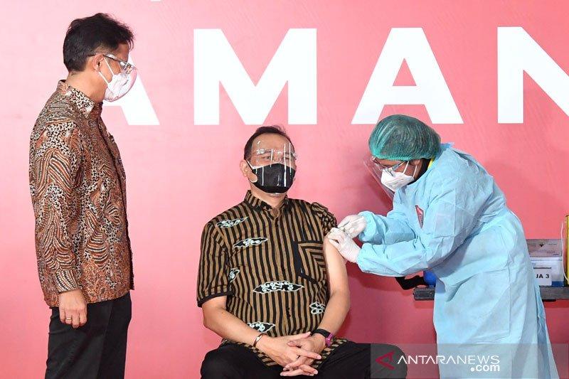 Menkes berharap seniman-budayawan jadi teladan lansia jalani vaksinasi