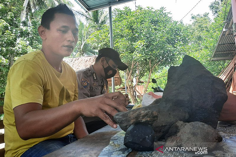 Warga Padang Pariaman klaim temukan batu meteor seberat 8 kg di kebun