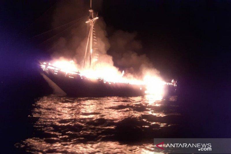 Kapal wisata terbakar di Selat Buton, seorang ABK-nya WN AS