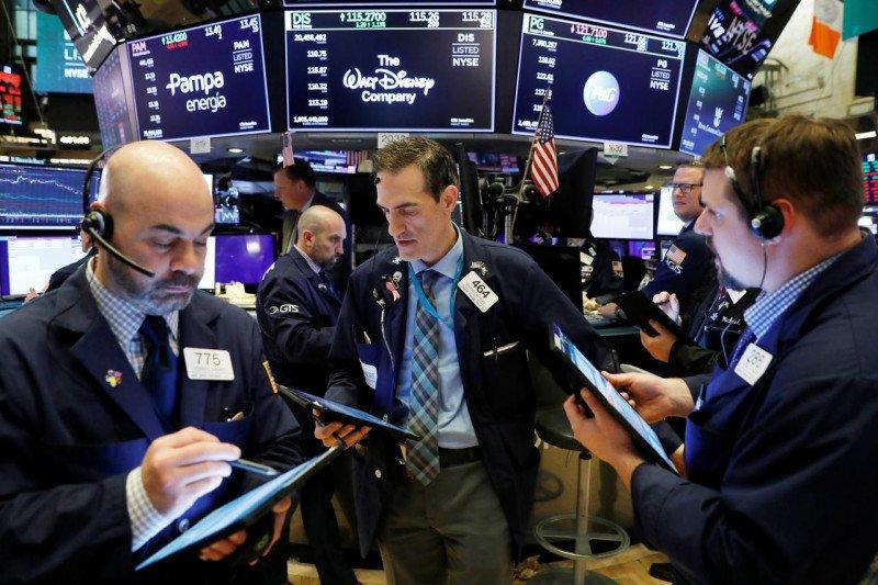 Wall Street melemah, lonjakan virus pukul saham perjalanan dan energi