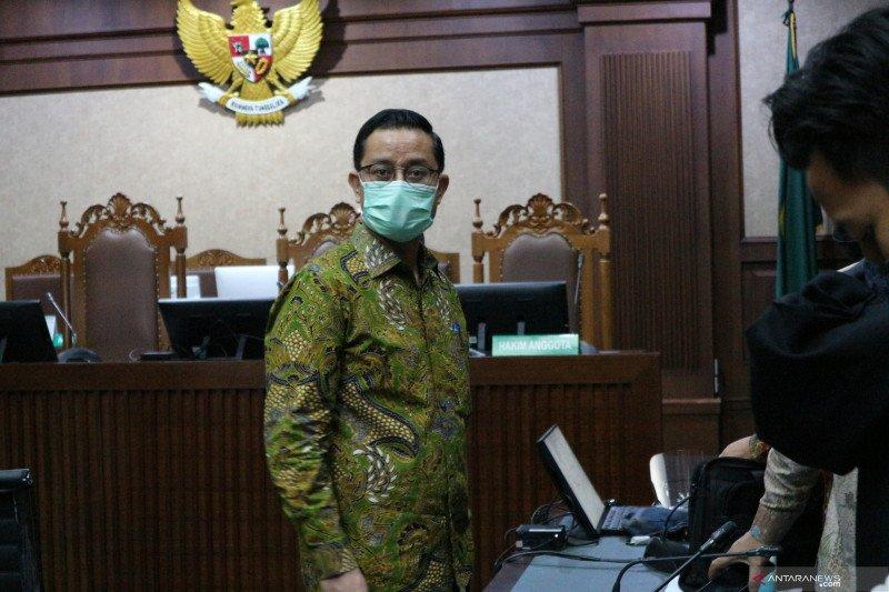 Mantan Mensos Juliari Batubara didakwa menerima suap Rp32,482 miliar