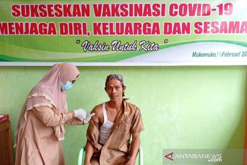Vaksinasi nakes di Mukomuko capai 982 orang