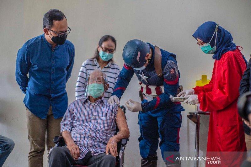 Kakek usia 104 tahun jadi contoh vaksinasi bagi lansia di Kota Bogor