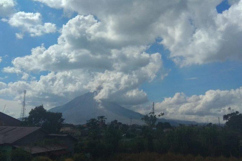 Gunung Sinabung Karo erupsi luncuran abu vulkanik tidak teramati