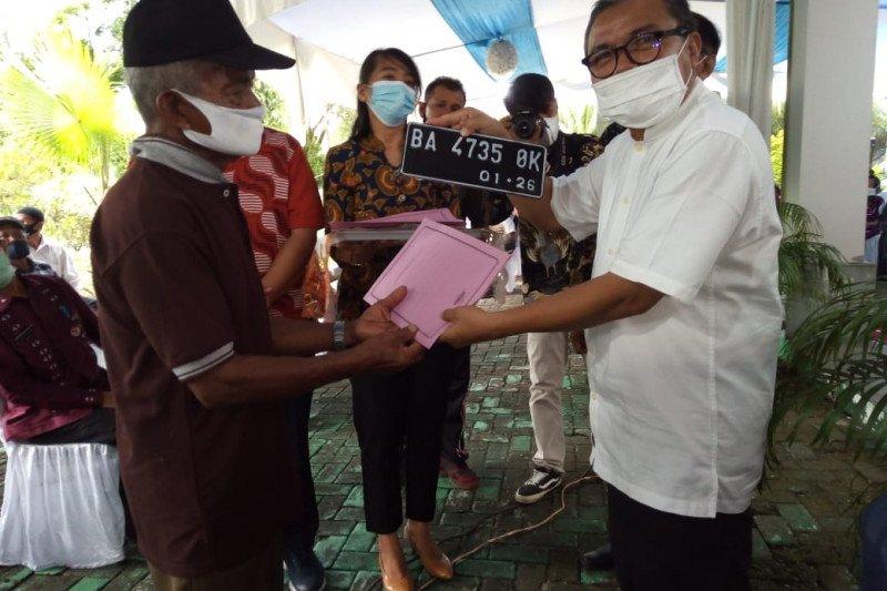 Anggota Komisi IV DPR RI bagikan seribu paket sembako untuk nelayan