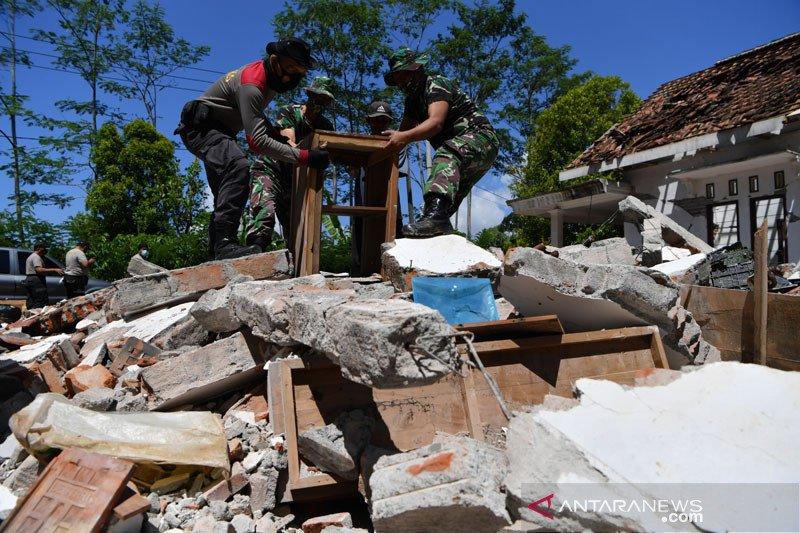 BPBD sebut sekurangnya 10 korban meninggal akibat gempa bumi Jatim