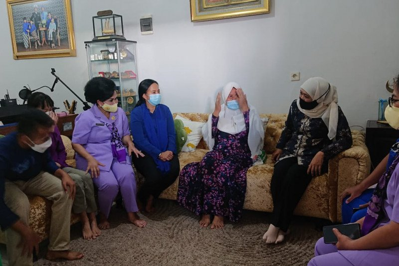 Gubernur Jawa Timur takziah keluarga anggota KRI Nanggala 402