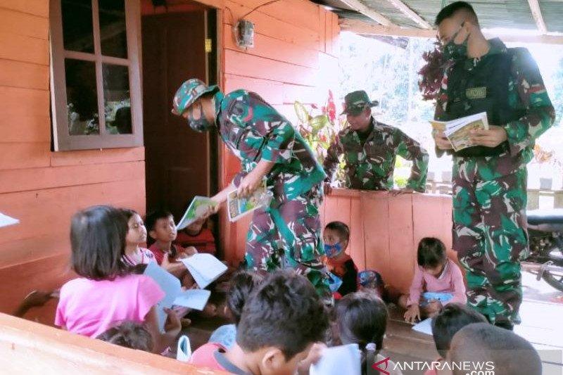 Satgas TNI berbagi ilmu dengan anak di perbatasan