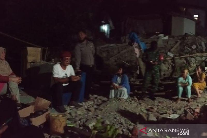 Dua rumah di Sukabumi ambruk pascagempa M 5.0