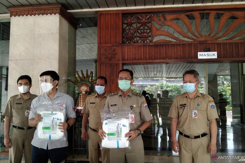 Pemkot Jaksel salurkan donasi alat pelindung diri kepada nakes