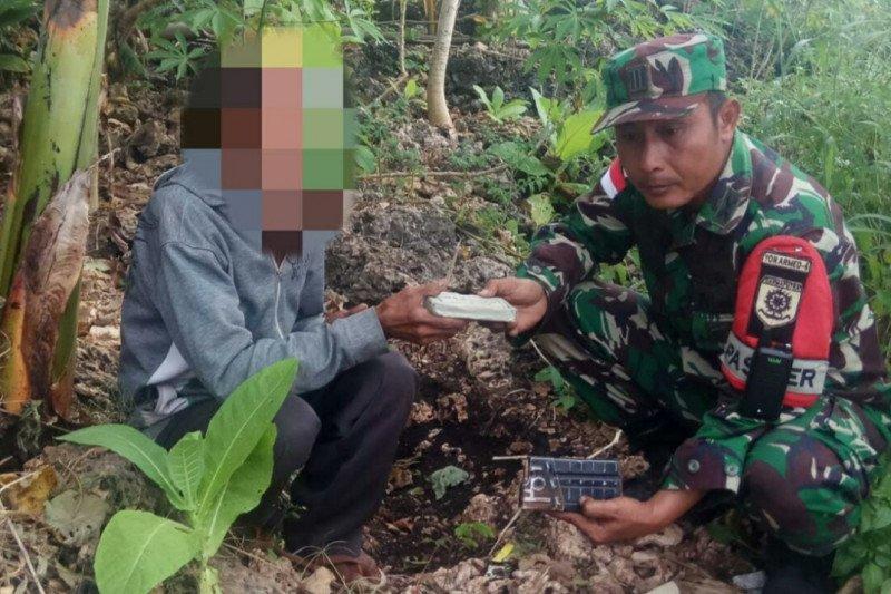 Warga serahkan puluhan peluru aktif ke Satgas Pamtas RI-Timor Leste