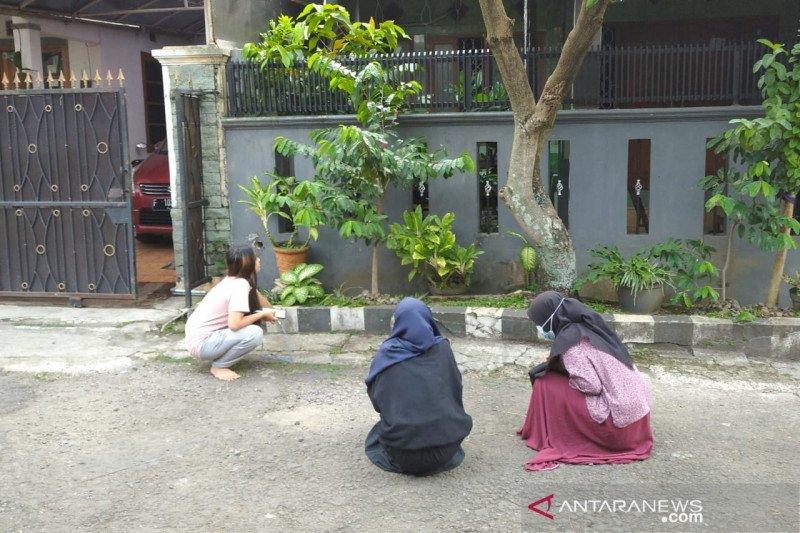 Berhamburan, gempa Sukabumi membuat panik warga Cianjur