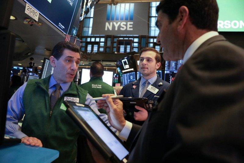Wall Street ditutup beragam, indeks Nasdaq anjlok 261,61 poin