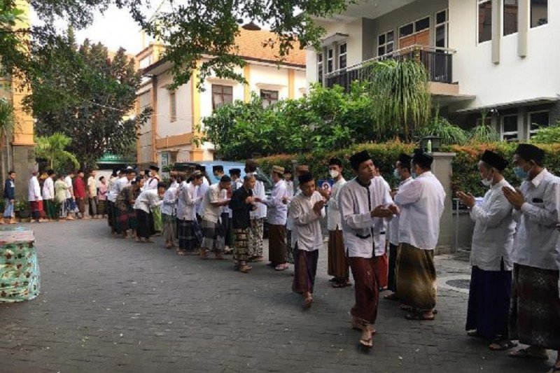 Pesantren Tebuireng Jombang pulangkan santri