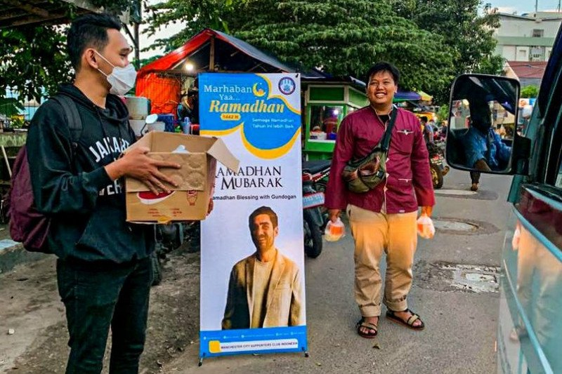 Suporter City Indonesia bagikan takjil dari Gundogan di empat kota