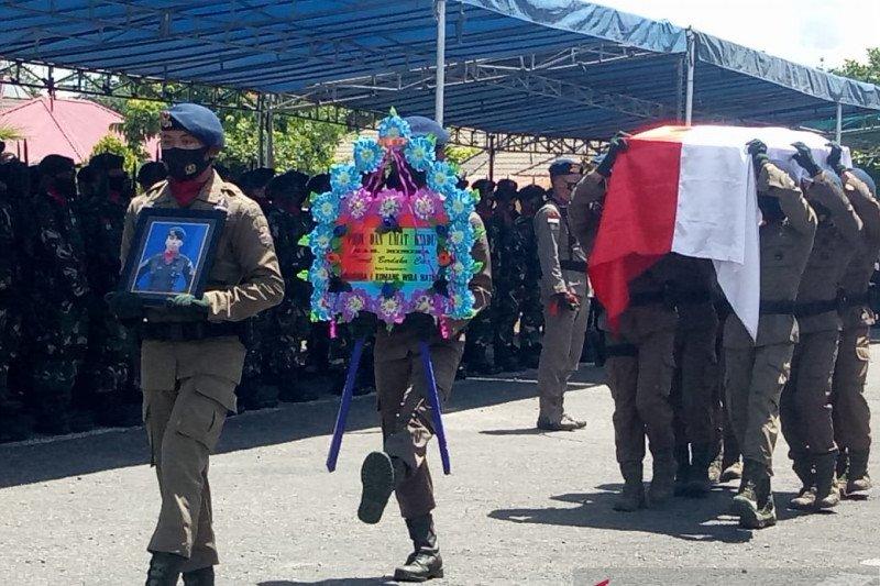 Dankorps Brimob pimpin upacara pemberangkatan jenazah Bharatu Komang
