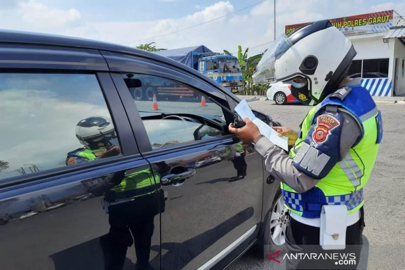 Polisi mulai berlakukan penyekatan kendaraan di Garut