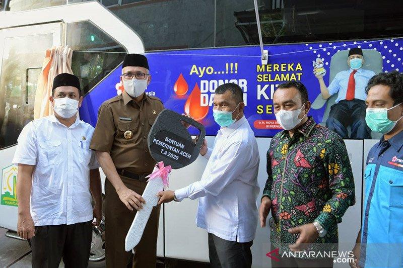 Gubernur Aceh serahkan mobil donor darah untuk PMI Banda Aceh