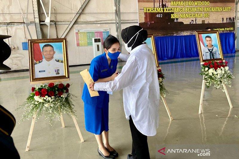 Dampingi Presiden, Mensos beri santunan ke ahli waris KRI Nanggala 402