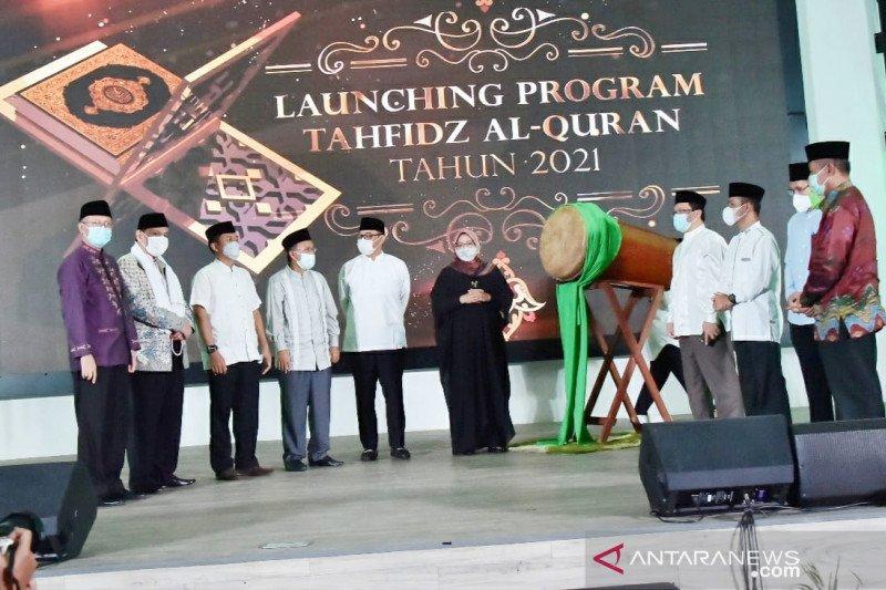 Bupati Bogor bagikan Rp1,7 miliar untuk hafiz di malam Nuzulul Quran