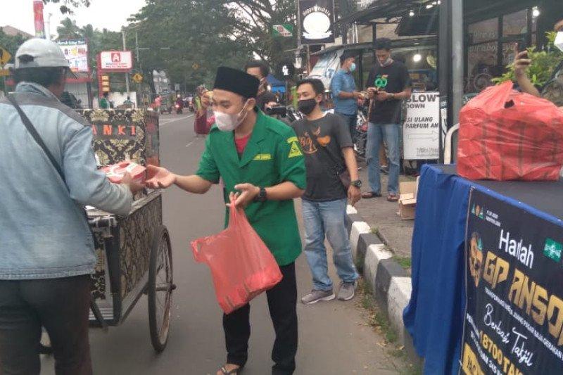 Gerakan Pemuda Ansor Lebak bagikan 18.700 takjil