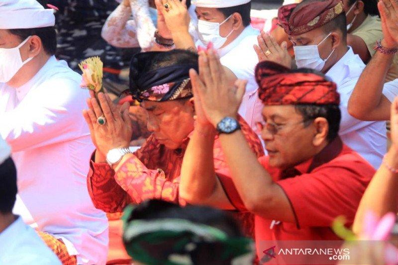 Pemprov Bali lakukan tabur bunga hormati 53 prajurit KRI Nanggala-402