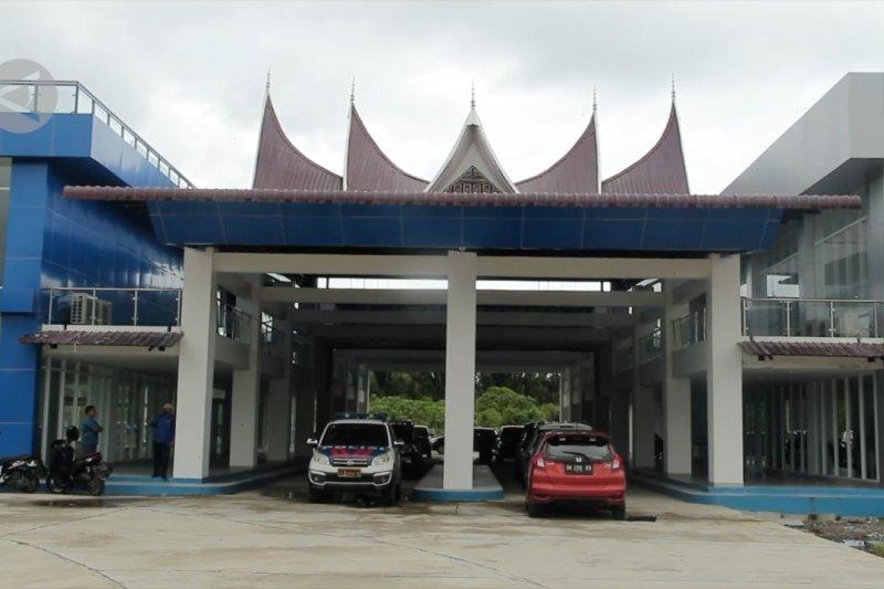 Peresmian dan operasional Terminal Anak Aia Padang ditunda
