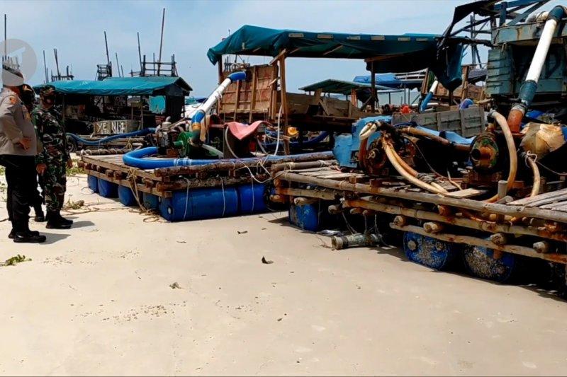 TNI AL Pangkalbalam tertibkan aktivitas pertambangan di Pantai Sampur