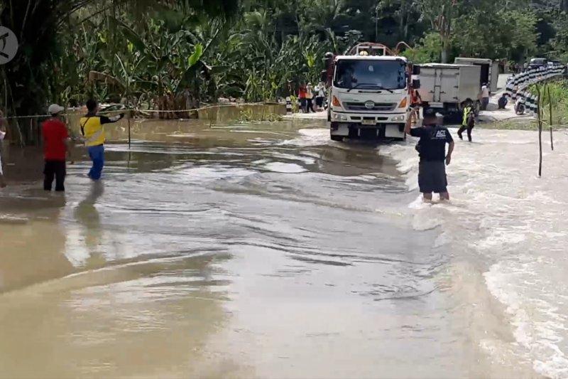 Banjir masih terjadi, Bupati Keerom ancam perambah di TransPapua