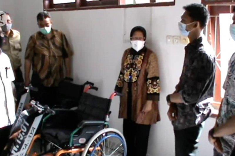 Ke Makassar, Risma kunjungi disabilitas dan korban terorisme