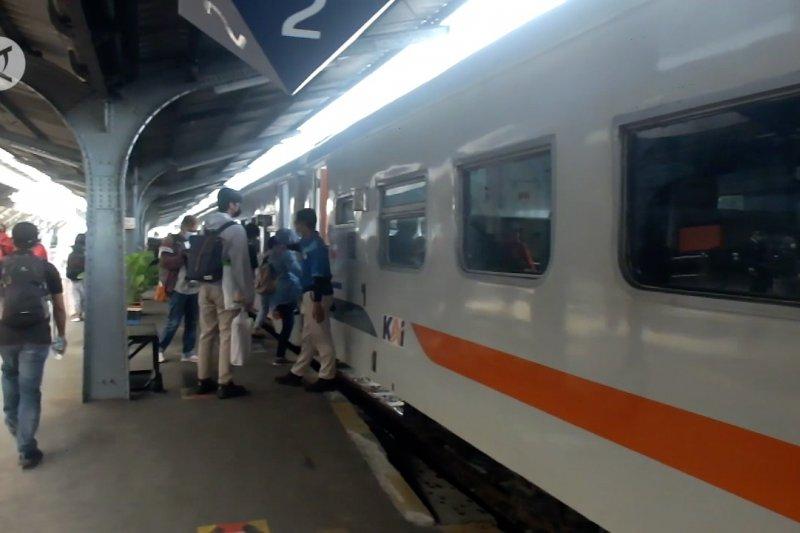 Mudik dilarang, penumpang kereta Jember melonjak