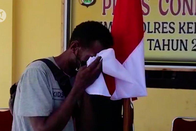 Serahkan diri, 5 simpatisan KKB Yapen ikrar setia ke NKRI