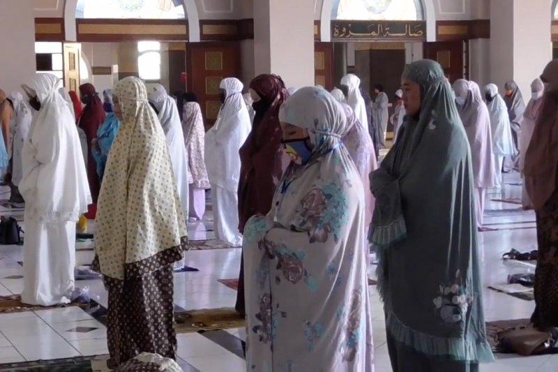 Pemerintah bolehkan shalat tarawih berjamaah di masjid dengan syarat