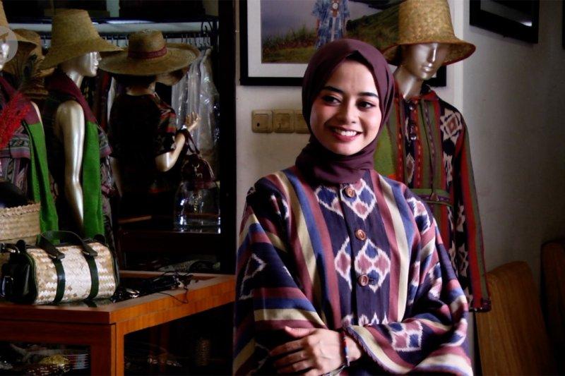 Referensi busana Lebaran bergaya etnik berbahan alami