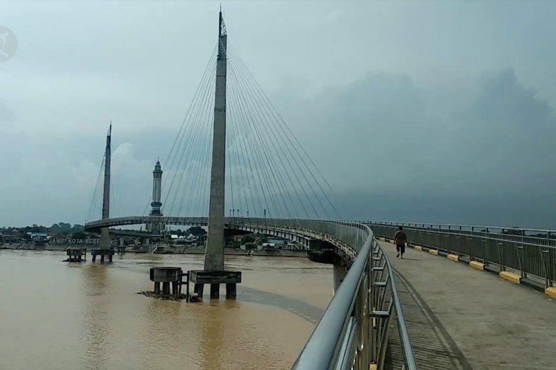 Pj Gubernur Jambi ajak promosikan jembatan Gentala Arasy