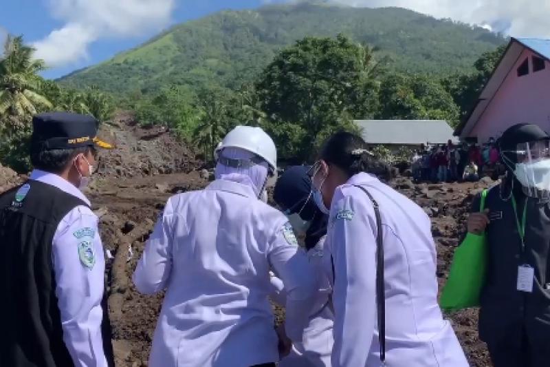 Tinjau Flores Timur, Kepala BMKG peringatkan bencana susulan