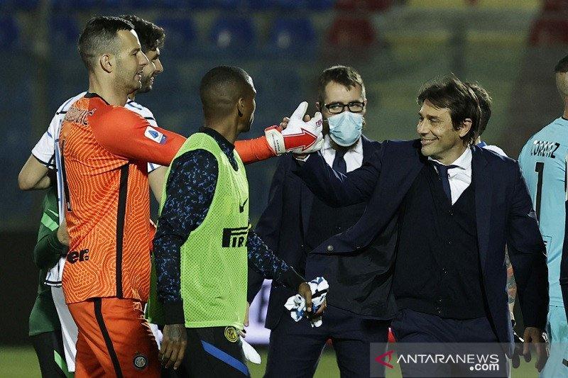 Conte sumringah, selangkah lagi buat catatan bersejarah untuk Inter