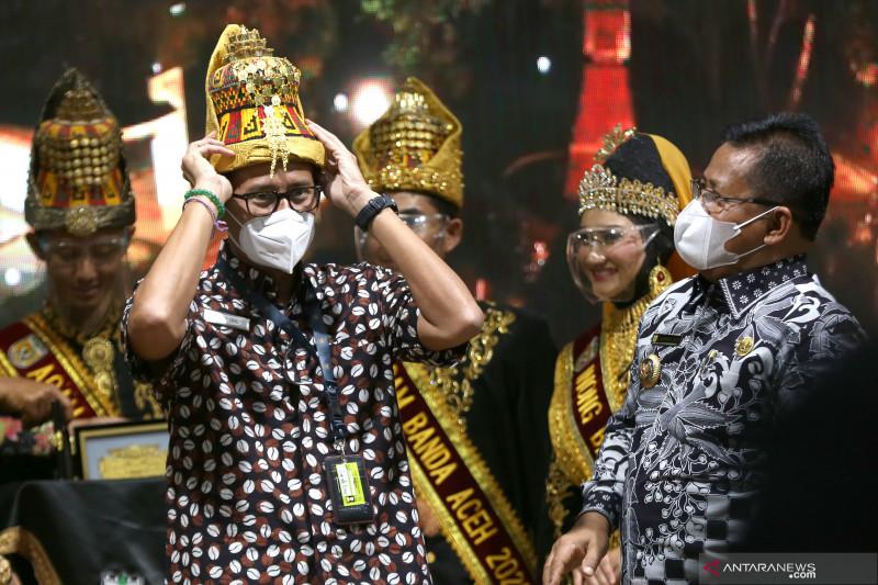 Sandiaga Uno dinilai teladan untuk bangkitkan pariwisata