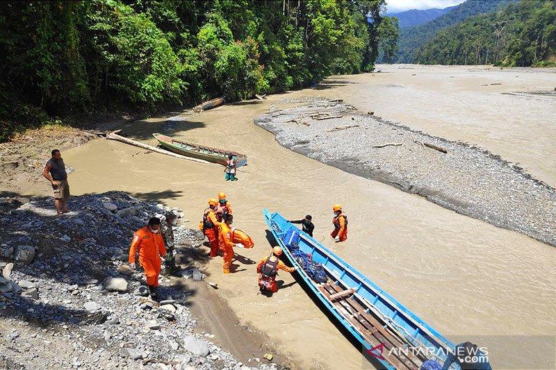 SAR Manokwari Evakuasi Mayat Pria Tanpa Indentitas di Sungai Wariori