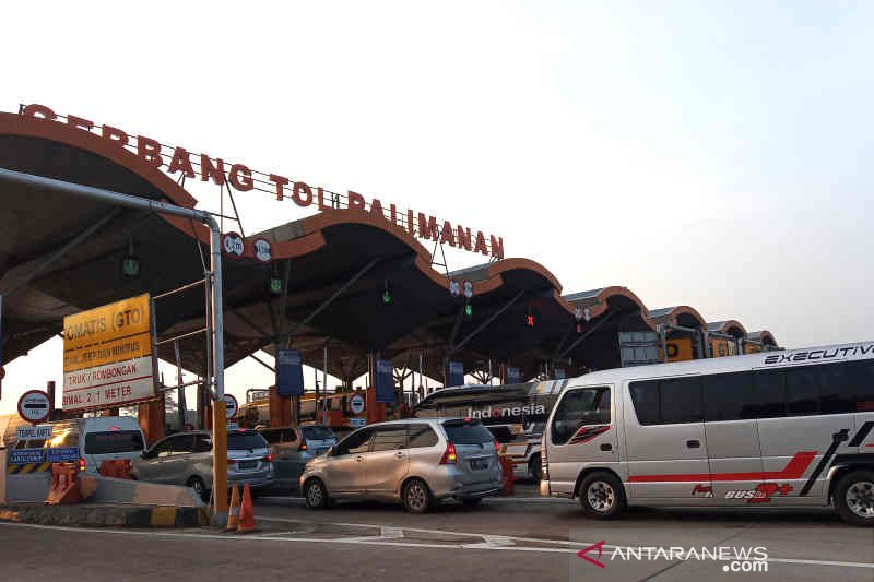 Bus kecil dominasi lalu lintas di GT Palimanan Cirebon
